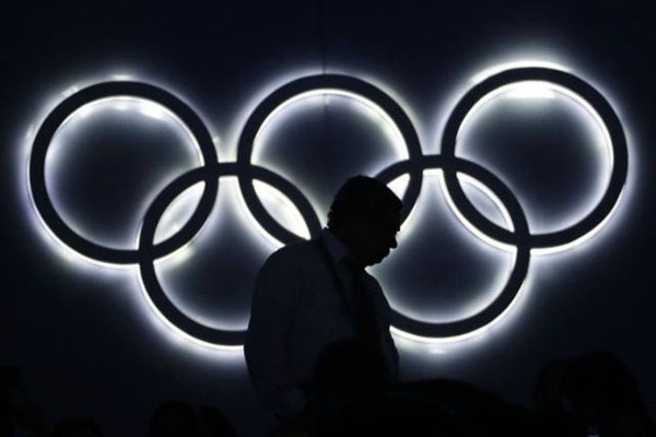Olympics-rings-mans-sillhouette-ap-640x480