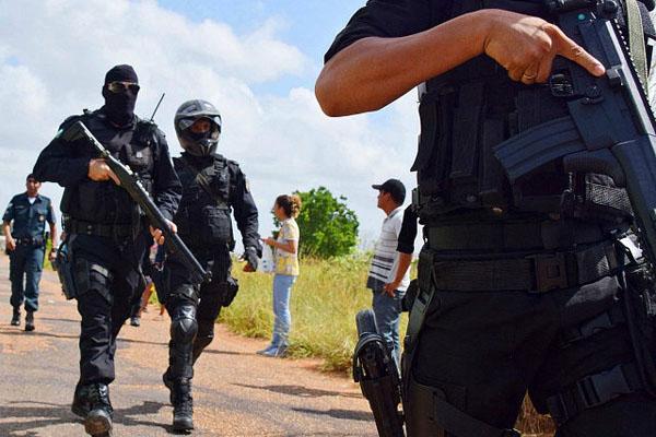 guards-outside-monte-cristo-prison-brazil-ap-640x480